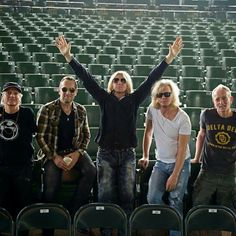 Really great pic of the guys!  : )