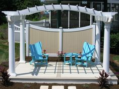 Think creatively with your pergola plans. This photo shows a simple concept for a dramatic seating area with a privacy panel back wall. Outdoor Living Areas, Outdoor Spaces, Outdoor Chairs, Outdoor Decor, Pergola Designs, Deck Design, Garden Design, Vinyl Pergola, Privacy Panels