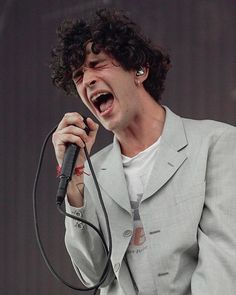 the 1975 - Novelty & More: Clothing, Shoes & Jewelry The 1975 Live, Matty 1975, Matthew Healy, Horsemen Of The Apocalypse, Music Icon, Twenty One, White Man, Beautiful Boys, Cool Bands