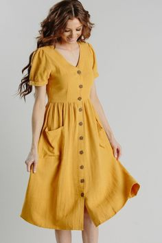 Shop the Mae Button Dress – boutique clothing featuring fresh, feminine and affo… Shop the Mae Button Dress – Boutique-Kleidung mit frischen, femininen und erschwinglichen Styles. Elegant Dresses, Cute Dresses, Vintage Dresses, Beautiful Dresses, Casual Dresses, Dresses For Work, Summer Dresses, Formal Dresses, Yellow Dress Casual