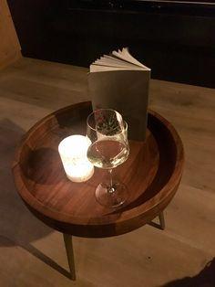 Un buon bicchiere di vino, una musica jazz di sottofondo...