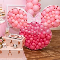 Apaixonada por essa festa Minnie 💖💖💖 Via Minnie Mouse First Birthday 🌸 . Minnie Mouse Birthday Decorations, Minnie Mouse Balloons, Minnie Mouse First Birthday, Mickey Birthday, Mickey Party, Minnie Mouse Party, Mouse Parties, Disney Parties, Balloon Arrangements