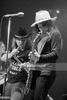 Singer Ronnie Van Zant and guitarist Gary Rossington of Lynyrd Skynyrd perform at the Omni Coliseum on July 5, 1975 in Atlanta, Georgia.
