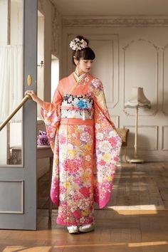 Japanese Silk Kimono. made in Kyoto Japan. Kyo-Yuzen.