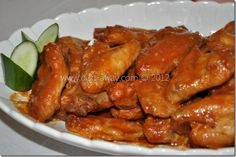 These Sweet Baked Chicken Wings are soft, juicy and sweet with a hint of tanginess. A simple and easy recipe for a great party pleaser! Baked Chicken Wings, Chicken Wing Recipes, My Favorite Food, Favorite Recipes, Arabic Food, Food Dishes, Easy Meals, Appetizers, Food And Drink