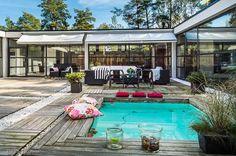 Myytävät asunnot, Magnus Hagelstamintie 12, Kauniainen #oikotieasunnot Landscape Design, Swimming Pools, Outdoor Decor, Home Decor, Swiming Pool, Pools, Decoration Home, Room Decor, Landscape Designs