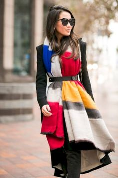 Oversized scarf, long coat + belt // super chic way to wear a scarf Ways To Wear A Scarf, How To Wear Scarves, Mondrian Dress, Wendy's Lookbook, Oversized Scarf, Mode Style, Scarf Styles, Mantel, Fashion Models