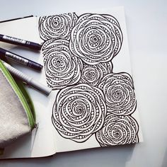 Doodle Patterns 473370610835289110 - Flowers drawing doodles inspiration zentangle patterns ideas Source by marianneblaa Dibujos Zentangle Art, Zentangle Drawings, Doodles Zentangles, Doodle Drawings, Flower Drawings, Drawing Flowers, Easy Zentangle, Flower Pattern Drawing, Painting Flowers