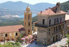 Olmeto (Photo Carole Boisset) : il s'agit d'un très ancien bourg pittoresque et tranquille, particulièrement bien exposé à flanc de montagne...