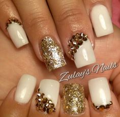 Short and sweet beige cream square acrylic nails by Zulaysnails. Bling done with Rose Gold Swarovski crystals and golden glitter. Great for brides & weddings.