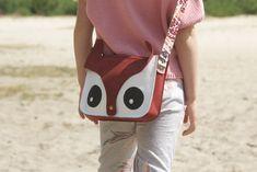 Met haar eigen tas ♥️ if you want your own, please contact me ☝🏼 They are only 25,- Euros #bags #tassen #handmadebags #handmadebag #handmade #animals #leather #leatherbags #fairtrade #world #love #passion #dierenprint #bagshop #bag #tas #tassenliebe #animalprint #animal #mijntas #lerentas #kids #adults #arts #crafts