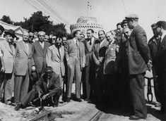 Ο Κ.Καραμανλής αφαιρεί τις τροχιοδρομικές γραμμές του τραμ το 1954 Greek History, The Turk, Thessaloniki, Macedonia, Old Photos, Greece, The Past, Religion, City
