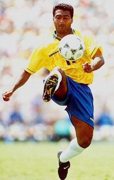 Remind Brazil greats who have not played a World Cup. Fifa Football, Brazil Football Team, Football Icon, Best Football Players, Good Soccer Players, Retro Football, National Football Teams, World Football, Soccer World