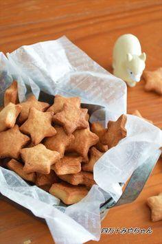 材料3つスライスチーズde「濃厚チーズクッキー」サクサク手が止まりません!甘さも程よく、チーズの香りが最高~!お好みで ブラックペッパーを加えても美味しいですクッキーの型がない方は、手で成形してもOKです!