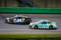 Danica Patrick (#10) battles Chase Elliott (#24) for track position during the Quaker State 400 at Kentucky Speedway, 7/9/16.