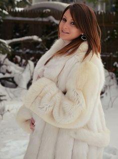 White Fox, Blue And White, Fur Fashion, Womens Fashion, Fox Fur, Mantel, Sexy Women, Jackets, Lady