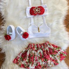 This sweet floral outfit is perfect for any special occasion. floral pattern. Handmade to order. No two items will be exactly the same! All of my items are made with quality fabrics and professional finishes. SIZZING Newborn to 3months 3months to 6months 6months to 9months 9months
