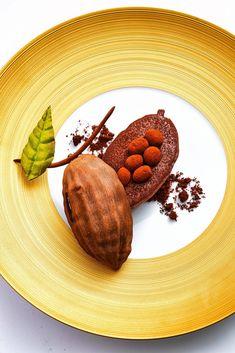 La cabosse de chocolat du_Pérou by Eric Frechon at the Epicure , three-star restaurant of the Hotel Bristol