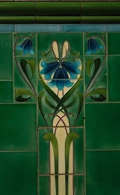 Emerald Green tile design spanning elements of both Art Nouveau and Art Deco styles. Motifs Art Nouveau, Azulejos Art Nouveau, Design Art Nouveau, Moda Art Deco, Jugendstil Design, Modernisme, Art Nouveau Tiles, Inspiration Art, Green Art