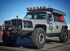 custom jeep gladiator off roads Jeep Wagoneer, Jeep Xj, Jeep Truck, Cool Trucks, Pickup Trucks, Jeep Pickup, Jeep Gladiator, Old Jeep, Custom Jeep