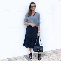 Morning ‼️  Guten Morgen, ich nutze noch das Wetter aus, um etwas Haut zu zeigen 😬es ist aber frisch geworden ☹️  #ootd#lookdeldia #lookdodia #fashiondiaries #fashionblogger_de #instafashion#brazilianblogger #germanblogger #blogger_de #modaderua#lookdavidareal#fashionable #styleaddict #fashionaddict#ichheuteso #ichgeradeso#meinoutfit #outfitdestages#chloe#chanel#massimodutti#dior#40sstyle #ü40lifestyleblogger #ü40blogger #over40style    Rosatersi wears her de Caron watch ring.