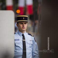 Gendarme mobile assurant la sécurité du défilé [Ref:4516-23-1550] #gendarmerienationale #portrait #egm #defile #14juillet