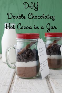 DIY: Double Chocolatey Hot Cocoa in a Jar on Weelicious. Great DIY gift or a treat for you and your family and friends! Mason Jar Meals, Mason Jar Gifts, Meals In A Jar, Mason Jars, Gift Jars, Hot Chocolate Mix, Hot Chocolate Recipes, Hot Chocolate In A Jar Recipe, Chocolate Gifts