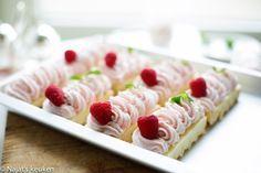http://kookmutsjes.com/recept/raspberry-sweets/