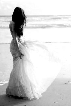 Beach Wedding http://roxyheartvintage.com