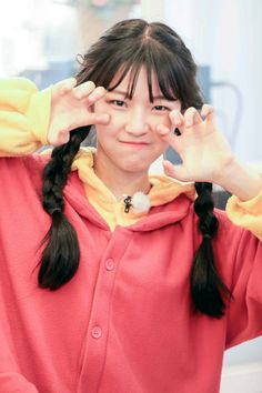 Korean Star, Korean Girl, Kpop Girl Groups, Kpop Girls, Aesthetic Fonts, Sketch Poses, Fandom, Idole, Art Reference Poses