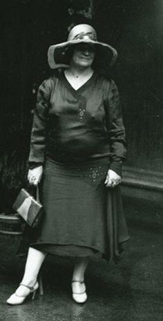 Kathleen Mary Josephine (Kate) Leigh crime entrepreneur, was born on 10 March 1881 at Dubbo, New South Wales. Australian Bush, Australian Fashion, Roaring Twenties, The Twenties, Australian Dictionary, Gangsters, True Crime, Strong Women, Biography