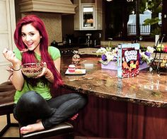 lol she reminds me of the little mermaid ARIANA GRANDE she is my idol and she actually did try out for the ariel part in one of her broadway plays she is in Victorious the kids show in Nickeldeon Mandy Ariana Grande Red Hair, Ariana Grande Fotos, Ariana Grande Pictures, Divas, Grandes Photos, Cocoa Puffs, Dark Red Hair, Sam And Cat, Velvet Hair