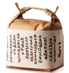 """Beautiful chinese rice packaging by the Taiwanese company green in hand. The company uses sustainable packaging which are stylish, simple and unique. The top packaging which is called """"together rice"""". Rice Packaging, Paper Packaging, Packaging Ideas, Takeaway Packaging, Organic Packaging, Design Packaging, Corporate Design, Business Design, Japanese Packaging"""
