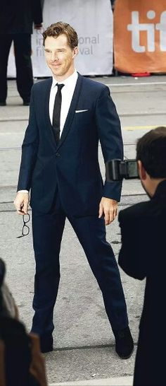 Perfect>> uh oh, Ben has a power stance now too! *dreamy sigh*