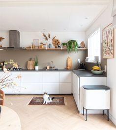 Boho Kitchen, Ikea Kitchen, Home Decor Kitchen, Kitchen Cabinets, Urban Loft, Built In Wardrobe, Countertops, Interior Decorating, Sweet Home