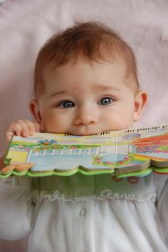 5 Tips for Reading to Bilingual Babies -- because they rock! http://bilingualkidsrock.com/5-tips-for-reading-to-bilingualbaby/