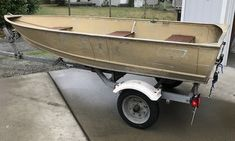 How to Easily Paint an Aluminum Boat (With Pictures) Aluminum Boat Paint, Aluminum Jon Boats, Aluminum Fishing Boats, Fishing Tips, Bass Fishing, Ice Fishing, Boat Restoration, Boat Projects, Bass Boat