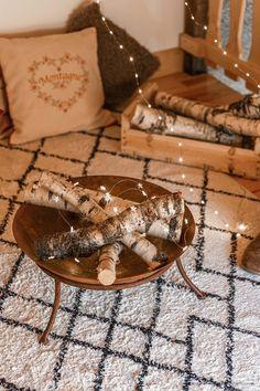 DIY déco : un faux feu de bois dans un brasero - C by Clemence Led A Pile, Bougie Led, Tiramisu, Ethnic Recipes, Blog, Winter, Decor, Fire Pits, Led Garland