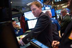 受道琼斯指数成份股联合健康集团(UnitedHealth)宣布以128亿美元收购竞争对手Catamaran消息激励,美国股市周一(3月30日)开盘大涨,三大股指全日涨幅均超过1%,道指涨幅超过260点(1.5%)。投资者似乎已经忘记了上周的四连跌阴霾和即将到来的财报季可能遭遇的逆风。 - 财经消息