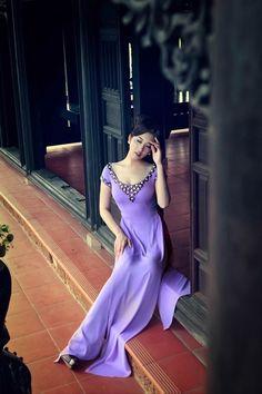 Ngô Nhật Huy đưa hoa dại lên tà áo dài - VnExpress Giải Trí