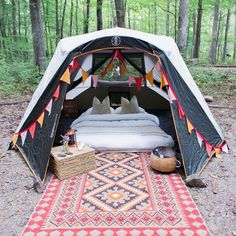 RV And Camping. Great Ideas To Think About Before Your Camping Trip. For many, camping provides a relaxing way to reconnect with the natural world. If camping is something that you want to do, then you need to have some idea Camping Bedarf, Backyard Camping, Camping Stove, Camping Hacks, Outdoor Camping, Camping Ideas, Tent Camping Beds, Arkansas Camping, Family Camping