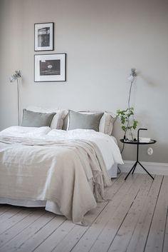 Denne leiligheten som er til salgs i Göteborg har alt jeg elsker. Sober fargeskala, takhøyde og orginale detaljer - jeg kunne faktisk flyttet rett inn!