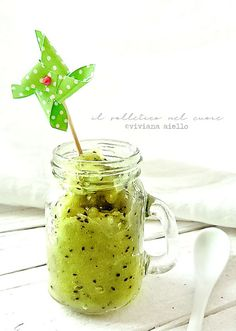 la ricetta della granita di kiwi Kiwi, Sicilian Recipes, Moscow Mule Mugs, Granite, Mason Jars, The Cure, Tableware, Smoothie, Smoothies