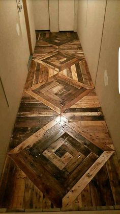 Use Pallet Wood Projects to Create Unique Home Decor Items Pallet Home Decor, Diy Pallet Projects, Pallet Furniture, Wood Projects, Garden Furniture, Furniture Chairs, Pallet Ideas, Furniture Plans, Kids Furniture