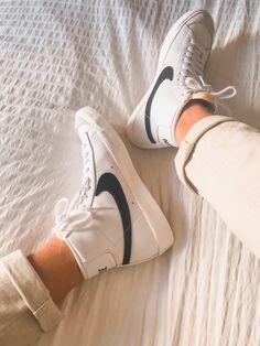 Sneakers Fashion, Fashion Shoes, Swag Shoes, Cute Sneakers, Sneakers Nike, Aesthetic Shoes, Fresh Shoes, Hype Shoes, Custom Shoes