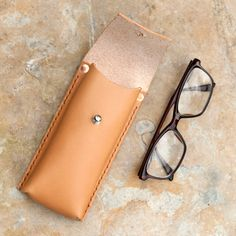 Alfie Six - Utility Case/Glasses/Pens Leather Gifts, Leather Pouch, Leather Tooling, Leather Craft, Leather Men, Leather Glasses Case, How To Make Leather, Leather Workshop, Leather Pattern