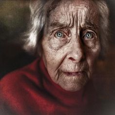 Lee jeffries Face Photography, Street Photography, Save From Instagram, Instagram Posts, Homeless People, Black And White Portraits, Lee Jeffries, Woman Face, Portrait Photographers