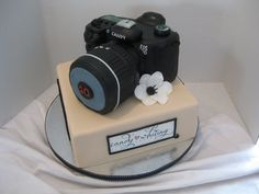 this was my awesome birthday cake that my husband ordered for me! I was moist dense white/vanilla cake with a strawberry (fresh) & cream cheese filling! Fancy Cakes, Cute Cakes, Beautiful Cakes, Amazing Cakes, Wasc Cake Recipe, Camera Cakes, Fantasy Cake, 40th Birthday Cakes, Delicious Cake Recipes