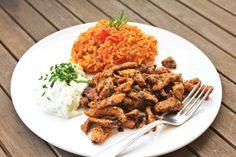 einfacher Tomatenreis mit Gyros und Tsatziki ✓ Rezept für griechischen Klassiker ✓ ☆ Jetzt nachkochen!