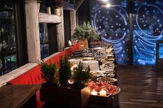[ Christmas event ] Ovaj INA-in božićni domjenak, bio je savršena mješavina tradicionalne hrane, one mediteranske, ali i one daleke i egzotične. Igra boja i okusa nije nedostajala ni za slatkim stolom, a sve kako bi se jedan od naših važnih klijenata na kraju još jedne uspješne poslovne godine predstvio u najboljem svijetlu.